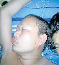 Luang pu joue au moine - Luang pu dort avec ses fan(e)s - Luang pu accepte tous les dons