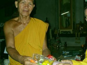 bouddha bénit ta voiture ! le massacre routier en thaïlande