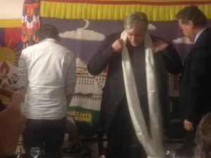 Echanges de khata : écharpe de la félicité, le maire y a aussi droit.