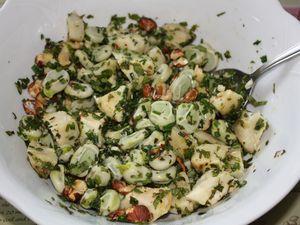 Halloumi poêlé, salade de fèves et fonds d'artichauts
