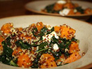 &quot&#x3B;Salade&quot&#x3B; tiède de kale, quinoa &amp&#x3B; patate douce rôtie