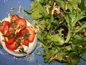La Burrata aux fraises et sa petite salade