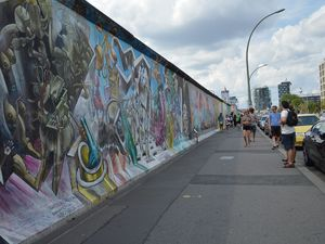 Ostbahnhof et le mur de Berlin transformé en East side gallery