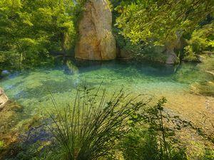 Résurgence de la Tirounere en aval des gorges de Galamaus. (C) Philippe Dubedat.