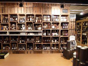 Un aperçu de l'assortiment: des bouteilles partout !