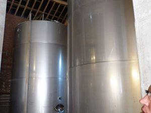 Le matériel de distillation, les cuves de distillation, un des deux alambics (anciennement de chez Caperdonich), et le spirit safe (idem)