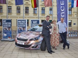 THE EUROPEAN CAR OF THE YEAR AGAINST MINEFIELDS IN CROATIA