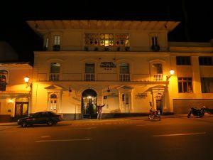 """Notre hôtel """"Casblanca"""" , fait face à la place d'Arme."""