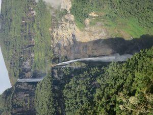 Cartographie des lieux par notre guide et les cascades de Gosta.