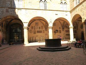 Le musée Bargello et la vieille pharmacie