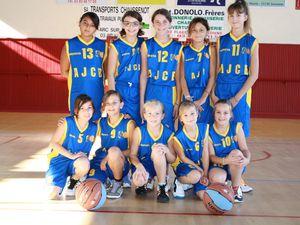 l'équipe des U12-13 F : en haut, de gauche à droite : Léa P, Loïs, Emma, Lara, Charlotte et en bas : Olivia, Léa G, Angéline, Amandine et Agathe.
