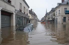 attendre la fin de la pluie en France&#x3B; attendre la pluie en Inde état du Maharashtra