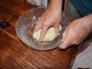 j'ai pétri la pâte dans le saladier, je vais me faire une planche en mélaminé