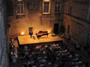 Le récital de Jean Bernard Pommier le 12 août 2016 dans la merveilleuse Cour d'Honneur du château de Villevieille