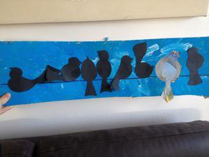 peinture sur cartons, et collage de silhouettes d'oiseaux 10 mois à 8 ans