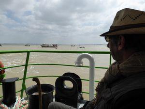 """Sur le ferry """"Pierre Loti""""."""