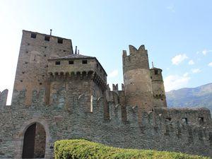 Les châteaux du Val d'Aoste
