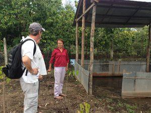 Lancement des travaux de construction des bacs pour le potager et du poulailler, par Joel, parrain AEC