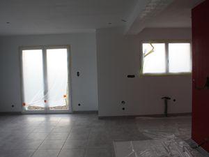 ici plafond et poutre à repeindre, et 3 ème couche de Gris Beton à faire