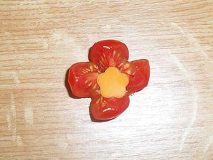 Transformer une tomate cerise en fleur