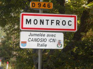"""Village """"drômois"""" de Montfroc        -  La Fontaine Lavoir de la commune"""