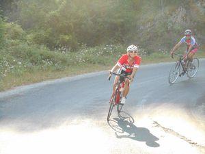"""Nos deux féminines aussi charmantes qu'efficaces à vélo """"ou l'inverse ? :) """""""