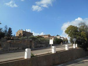 """1- M. Brakasse dans la rue """"raidar"""". 2- Le Club de Mazan. 3 et 4-Magnifique village de Crillon"""