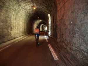 1- Gégé à l'entrée du Tunnel. 2- Passage dans le Tunnel (photo Rémi). 3- Arrivée au Pont de Curnier.