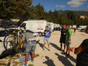 Les copains du BCB en train de ranger les vélos.