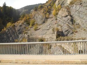passages de pont, d'aqueduc ou de tunnels dans la descente.