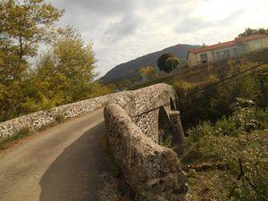 Retour en descente vers Privas mais très vite Gérard qui connait bien le coin nous fait prendre une route secondaire.