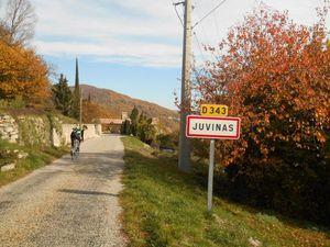 Passage à St Pierre de Colombier, le col de Juvinas (718 m) puis le village éponyme.