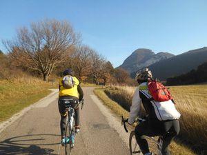 Beaux passages aux Pas de Lauzens puis on débouche au sommet au col du Pas de Lauzun (avec un U)