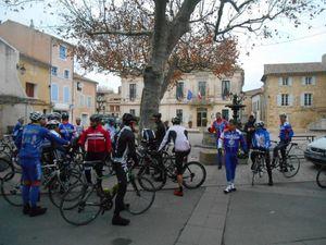 Du monde déjà à St Cécile avant le départ et beaucoup de membres du GDD / BCB !