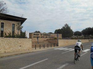 Route de l'Aven d'Orgnac puis passage dans Orgnac l'Aven (village) et ses champs de cerisier.