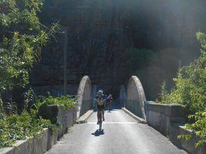 En quittant Roquebrunes nous prenons un chemin vicinal très bucolique et sans voiture.