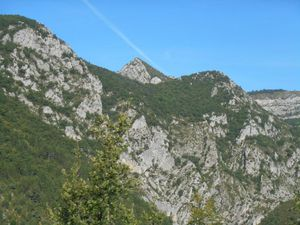 Vallée et Gorges de l'Eygues puis le joli village perché de Cornillon.