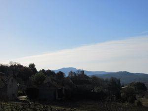 Gloriette juste au-dessus de Mérindol les Oliviers, tout là haut le vieux Mérindol et son château.