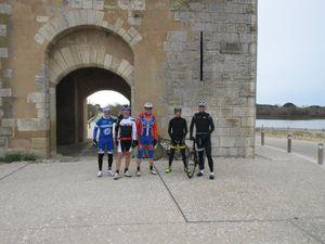 On passe de l'Hérault dans le Gard puis dans les Boûches du Rhône avec les étangs et canaux.