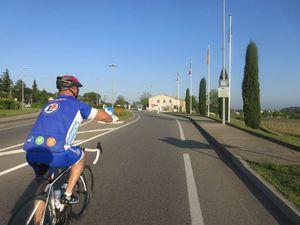Regroupement route de Suze avec les collègues partis de Bollène, Patrick en éclaireur...