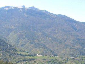 Le sommet du col de Pennes avec le regroupement des 12 cyclos montés chacun à leur rythme, on dépasse les 1000 m.