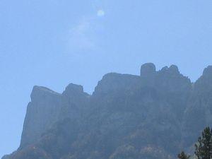 Juste en dessous (mais avec le Zoom) des fameux trois Becs dont nous allons nous rapprocher en escaladant le col de la Chaudière.