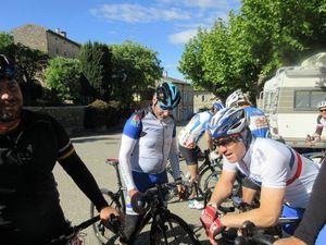 1- La jolie route qui monte vers Laval St Roman. 2 et 3- Château et village de Labastide-Virac où nous faisons la pause (4).