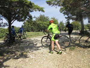 C'est vraiment un passage incontournable à vélo mais pour profiter de la vue sur le lac du Paty il faut descendre un peu, pas facile avec les cales.