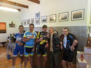 Très belle journée pour notre petit groupe qui s'est régalé sur le vélo et en dehors, un grand merci à nos hôtes.
