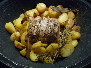 Filet de porc vapeur, pommes de terre fondantes et sauce aux champignons.
