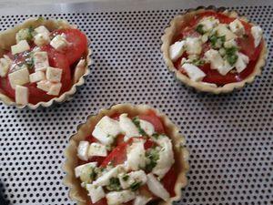 Tartelettes tomates-Mozzarella-Basilic.