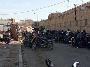 La Médina, visite du marché aux poissons, et dégustation d'un bon thé à la menthe sur les toits de Médina au café Kemour.