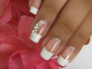 Nail Art de mariage, french, perles et strass