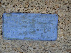 """...un écriteau illisible dont j'ai retrouvé le texte intégral :""""Au moyen-âge coulait cette fontaine rénovée semblable à celle de Siloê, ou les yeux de Saint-Restitut (aveugle-né de l'Evangile ) avaient vu. Des foules de malades qui venaient s'y laver les yeux étaient guéris. Légende de Saint-Restitut ,manuscrit latin du XIème siècle ."""